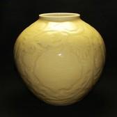 22158  加藤渓山 (黄瓷獅子唐草彫刻花瓶) KATO Keizan