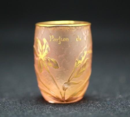 22917 ドーム・ナンシー (金彩花文盃(アイリス・parfum de vertus(美徳の香り)