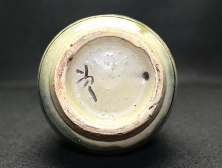 22358 人間国宝 金城次郎  (徳利[魚紋]) KINJO Jiro
