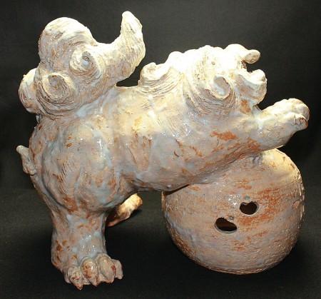 22385 人間国宝 10代三輪休雪(休和) (萩焼玉取獅子之置物) MIWA Kyusetsu