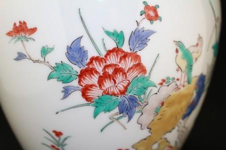 22847  人間国宝 14代酒井田柿右衛門 (錦牡丹鳥文花瓶)SAKAIDA Kakiemon