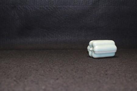 22437 3代諏訪蘇山 (青瓷瓜形香盒) SUWA Sozan
