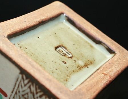 23189 人間国宝 島岡達三  (象嵌赤繪市松文扁壷 )  SHIMAOKA Tatsuzo