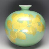 21251 吉田美統(釉裏金彩椿文花瓶)YOSHIDA Minori