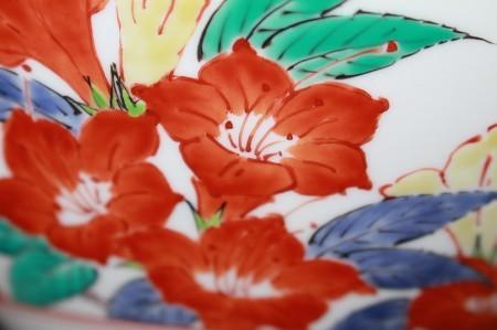 23451 人間国宝 14代酒井田柿右衛門 (濁手山つつじ文花瓶)SAKAIDA Kakiemon