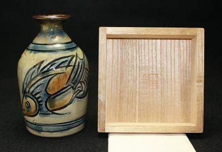 22793 人間国宝 金城次郎 (魚紋徳利) KINJO Jiro